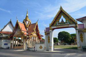 Wat-Bot-Muang-Chanthaburi-Thailand-05.jpg