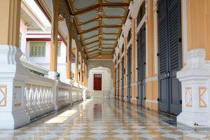Wat-Bowonniwet-Vihara-Bangkok-Thailand-07.jpg