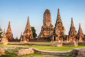 Wat-Chaiwatthanaram-Ayutthaya-Thailand-002.jpg