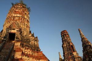 Wat-Chaiwatthanaram-Ayutthaya-Thailand-004.jpg