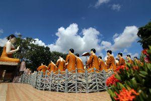 Wat-Chak-Yai-Buddha-Park-Chanthaburi-Thailand-02.jpg