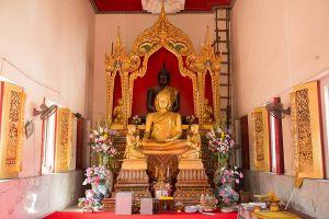 Wat-Chalo-Nonthaburi-Thailand-02.jpg