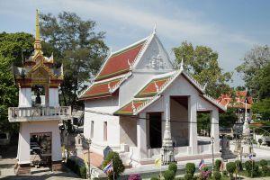 Wat-Chalo-Nonthaburi-Thailand-07.jpg