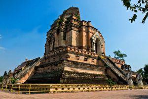 Wat-Chedi-Luang-Chiang-Mai-Thailand-002.jpg