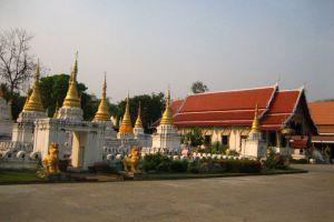 Wat-Chedi-Sao-Lampang-Thailand-002.jpg