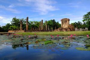 Wat-Chetuphon-Sukhothai-Thailand-01.jpg