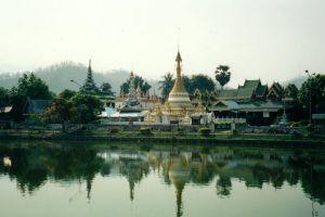 Wat-Chong-Kham-Mae-Hong-Son-Thailand-001.jpg
