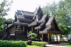Wat-Chong-Kham-Mae-Hong-Son-Thailand-002.jpg