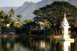 Wat-Chong-Kham-Mae-Hong-Son-Thailand-004.jpg