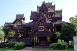 Wat-Chong-Kham-Mae-Hong-Son-Thailand-005.jpg