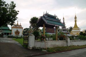 Wat-Chong-Kham-Mae-Hong-Son-Thailand-006.jpg