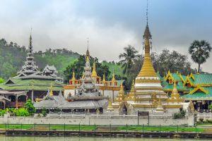 Wat-Chong-Klang-Mae-Hong-Son-Thailand-01.jpg