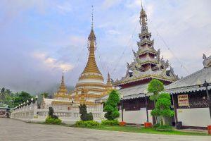 Wat-Chong-Klang-Mae-Hong-Son-Thailand-02.jpg