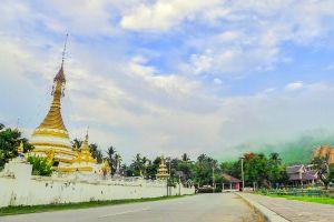 Wat-Chong-Klang-Mae-Hong-Son-Thailand-04.jpg
