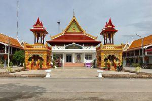Wat-Chong-Lom-Samut-Songkhram-Thailand-04.jpg