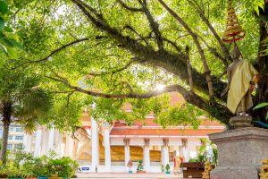 Wat-Hat-Yai-Nai-Songkhla-Thailand-01.jpg