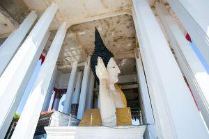 Wat-Hat-Yai-Nai-Songkhla-Thailand-04.jpg
