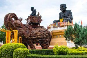 Wat-Huay-Mongkol-Hua-Hin-Prachuap-Khiri-Khan-Thailand-001.jpg