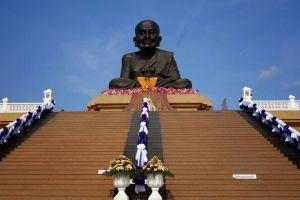 Wat-Huay-Mongkol-Hua-Hin-Prachuap-Khiri-Khan-Thailand-002.jpg
