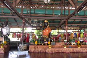 Wat-Huay-Mongkol-Hua-Hin-Prachuap-Khiri-Khan-Thailand-004.jpg