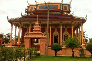 Wat-Kaeo-Phichit-Prachinburi-Thailand-001.jpg