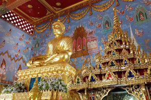 Wat-Kaew-Korawaram-Temple-Krabi-Thailand-02.jpg