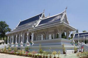 Wat-Kaew-Korawaram-Temple-Krabi-Thailand-05.jpg