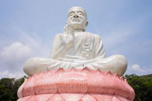 Wat-Kaew-Prasert-Chumphon-Thailand-03.jpg