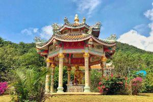 Wat-Kaew-Prasert-Chumphon-Thailand-04.jpg