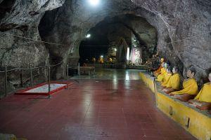 Wat-Khao-Aor-Phatthalung-Thailand-07.jpg