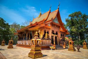 Wat-Khao-Chawang-Chanthaburi-Thailand-03.jpg