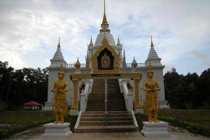 Wat-Khao-Kong-Narathiwat-Thailand-08.jpg