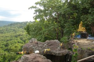 Wat-Khao-Sala-Atulthanajaro-Surin-Thailand-05.jpg