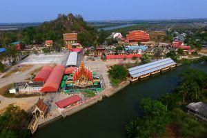 Wat-Khao-Takrao-Phetchaburi-Thailand-01.jpg