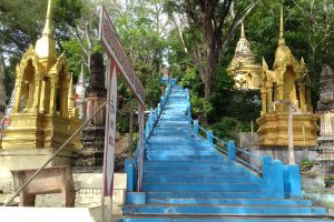 Wat-Khao-Takrao-Phetchaburi-Thailand-04.jpg