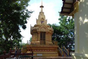 Wat-Khao-Takrao-Phetchaburi-Thailand-07.jpg