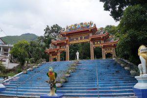 Wat-Khao-Wong-Phra-Chan-Lopburi-Thailand-02.jpg