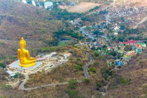 Wat-Khao-Wong-Phra-Chan-Lopburi-Thailand-03.jpg