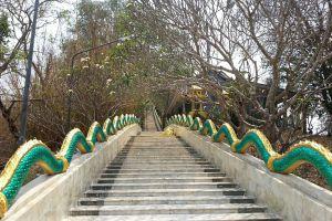 Wat-Khao-Wong-Phra-Chan-Lopburi-Thailand-06.jpg