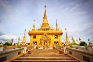Wat-Khiriwong-Nakhon-Sawan-Thailand-01.jpg