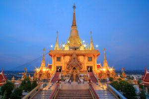 Wat-Khiriwong-Nakhon-Sawan-Thailand-02.jpg