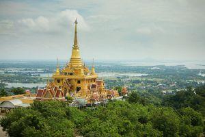Wat-Khiriwong-Nakhon-Sawan-Thailand-03.jpg