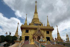 Wat-Khiriwong-Nakhon-Sawan-Thailand-04.jpg