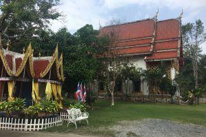 Wat-Khlong-Phrao-Koh-Chang-Trat-Thailand-01.jpg