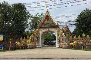 Wat-Khlong-Phrao-Koh-Chang-Trat-Thailand-03.jpg