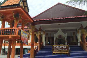 Wat-Khlong-Phrao-Koh-Chang-Trat-Thailand-04.jpg