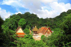 Wat-Khuha-Sawan-Phatthalung-Thailand-04.jpg