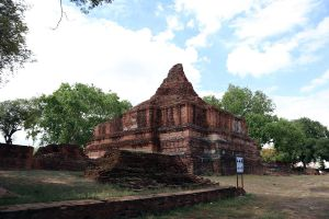 Wat-Khun-Muang-Jai-Ayutthaya-Thailand-01.jpg