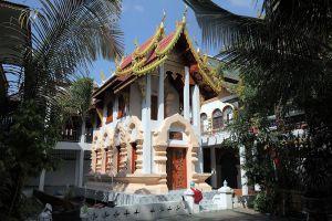 Wat-Ku-Tao-Chiang-Mai-Thailand-01.jpg