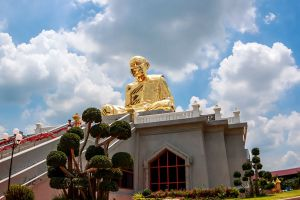 Wat-Lahan-Rai-Rayong-Thailand-03.jpg